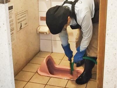 磨き用クレンザー流しと床水まき清掃